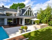 Travertin Bauhaus, Außenbereich: Bodenplatten, Abdeckungen, Pool-Einfassung Innenbereich: Boden– und Wandbeläge, Duschverkleidung
