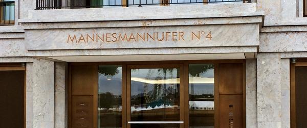 Natursteinfassade am Mannesmannufer aus Kohlplatter Muschelkalk von TRACO