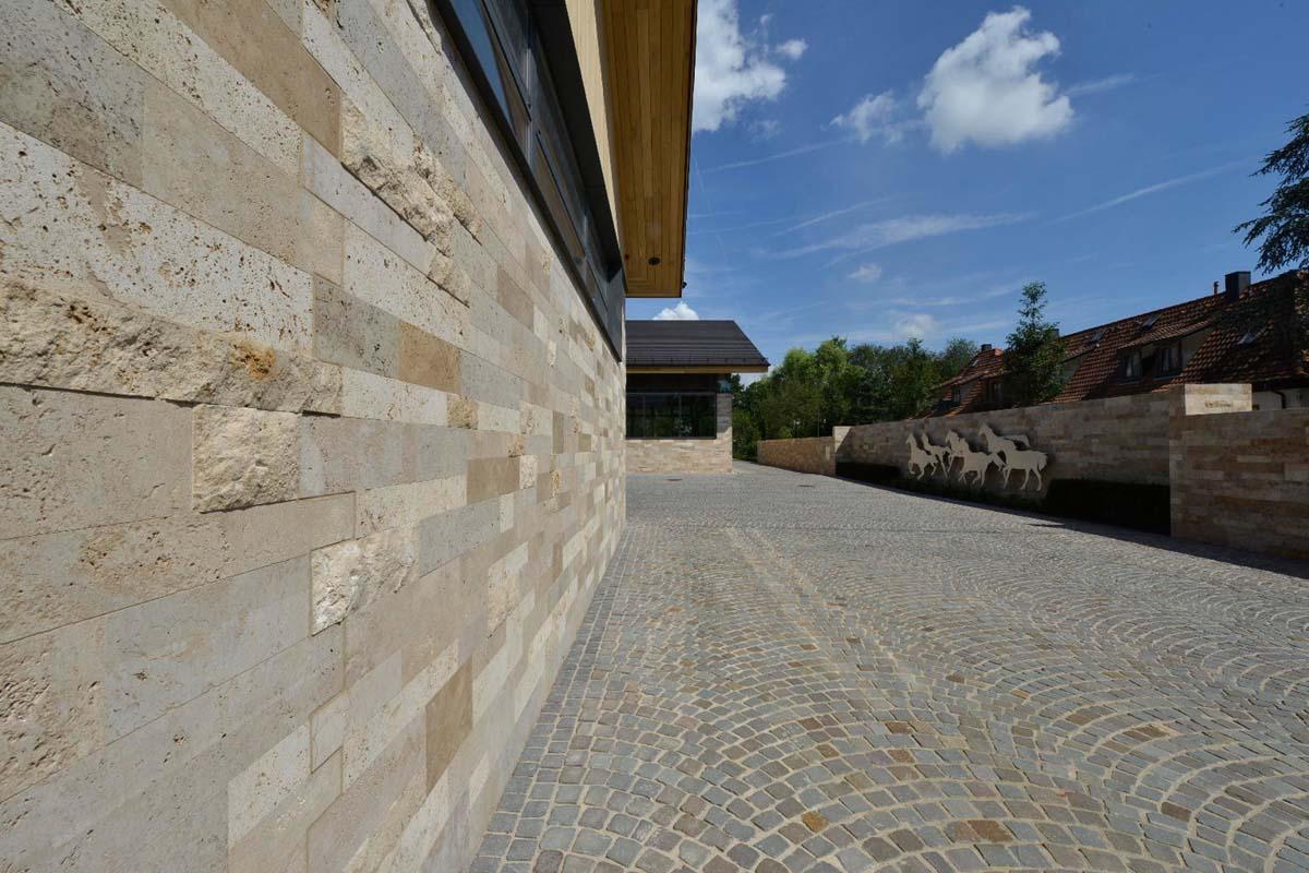 Hofgutgestaltung mit Naturstein
