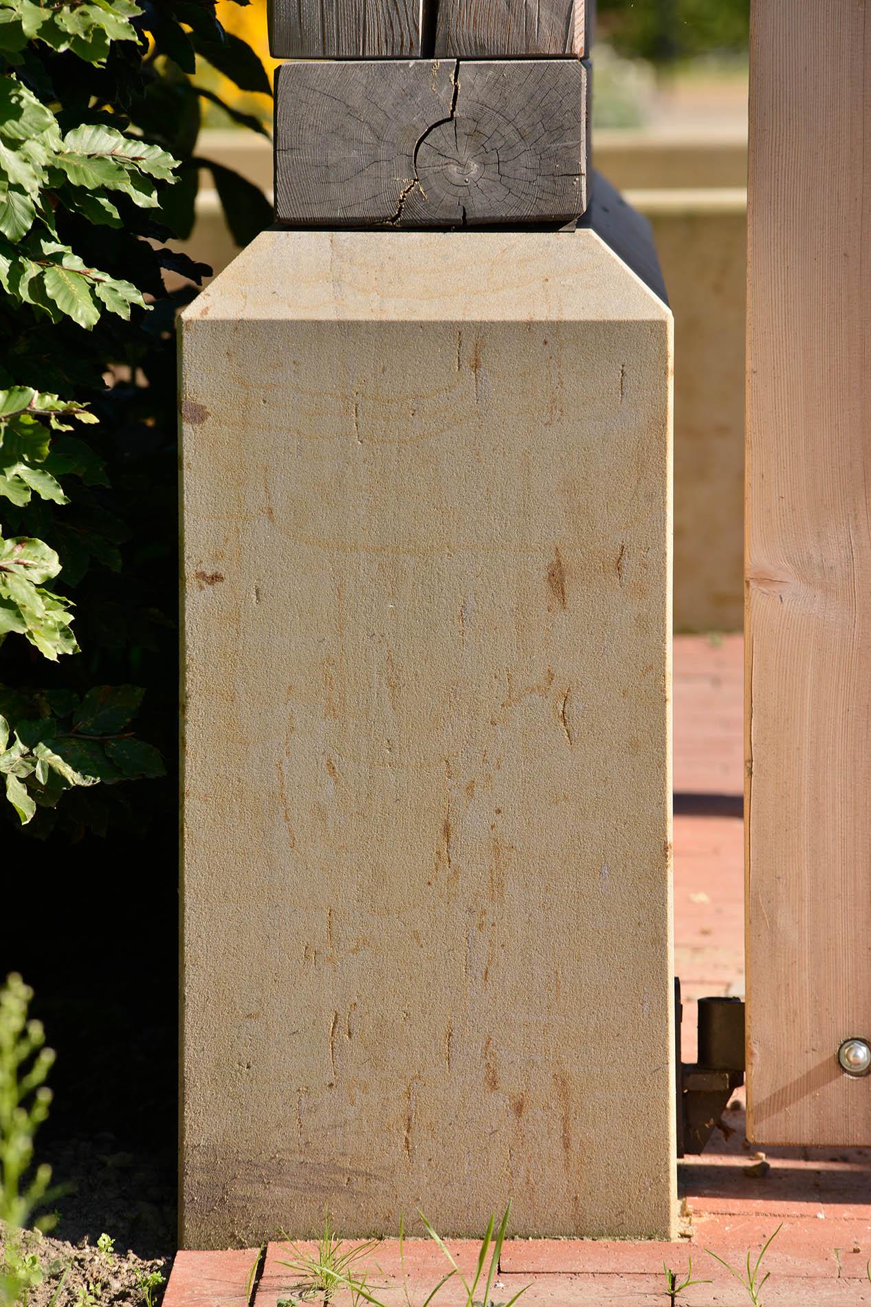 Gärten der Welt Englischer Garten Berlin Sockelsteine Pfeiler Seeberger Sandstein