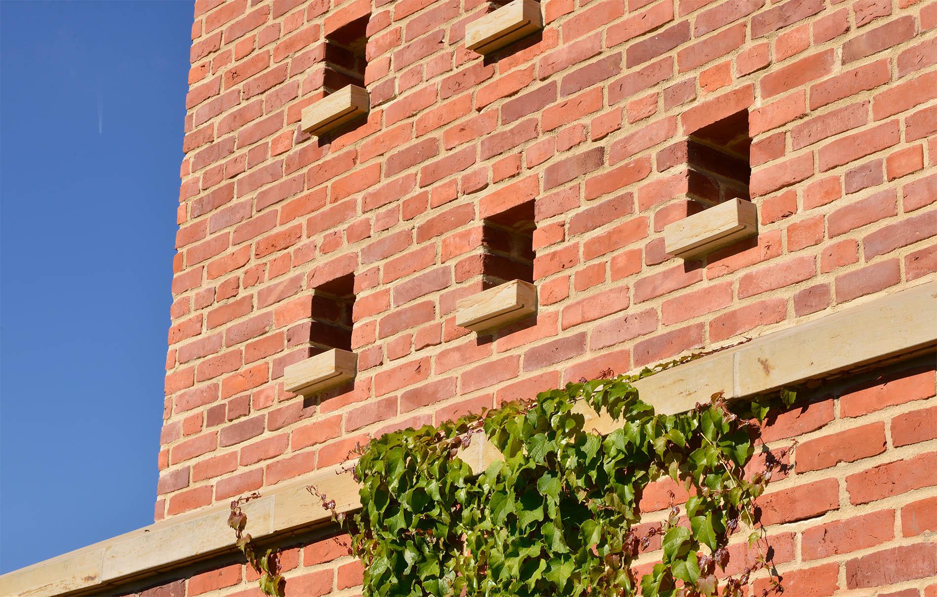 Gärten der Welt Englischer Garten Berlin mit Mauerabdeckungen und Abdeckplatten aus Seeberger Sandstein von TRACO