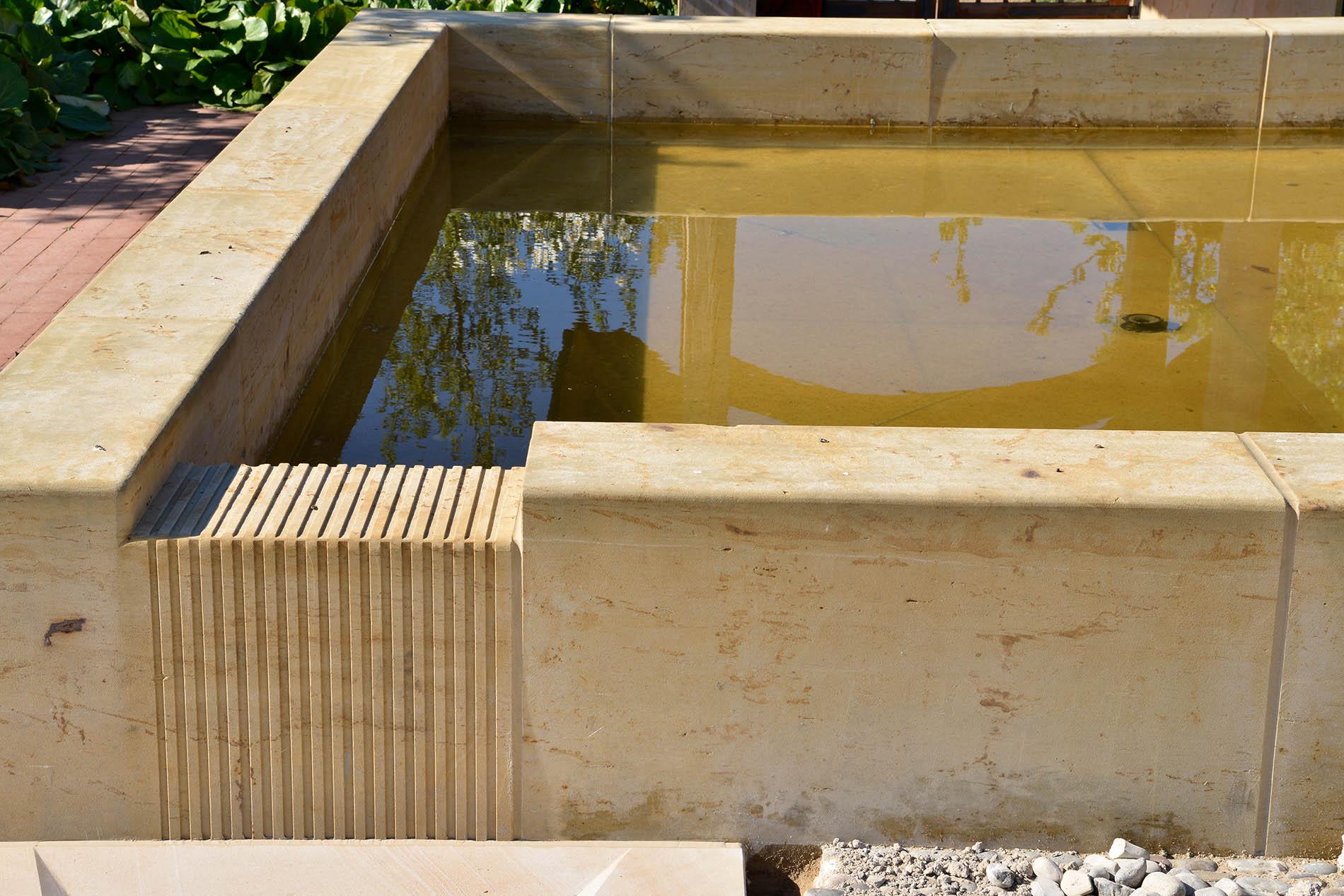 Gärten der Welt Englischer Garten IGA Berlin Einfassungen Becken Brunnen Seeberger Sandstein
