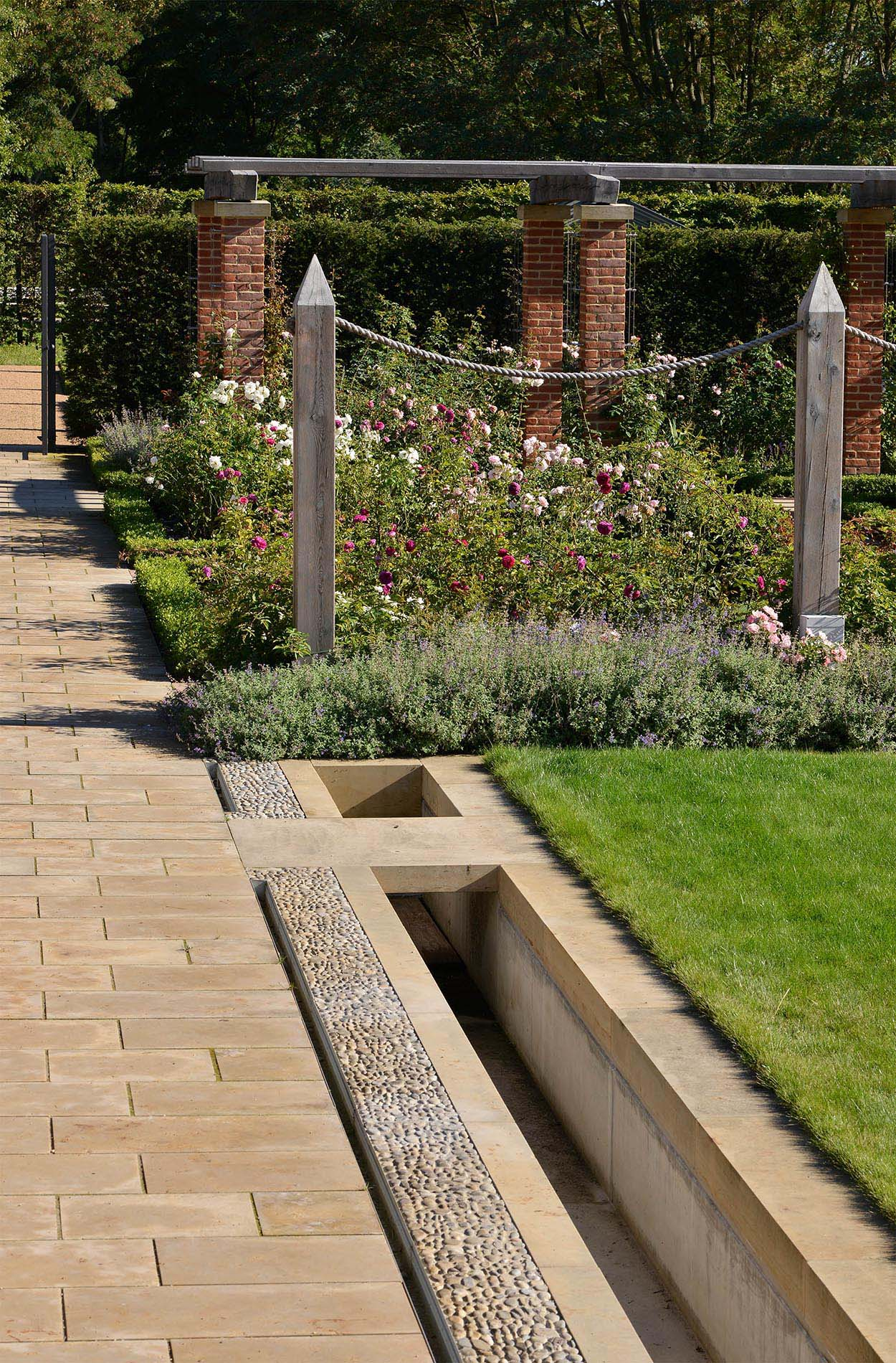 Gärten der Welt Englischer Garten IGA Berlin Einfassungen Becken Brunnen aus Seeberger Sandstein