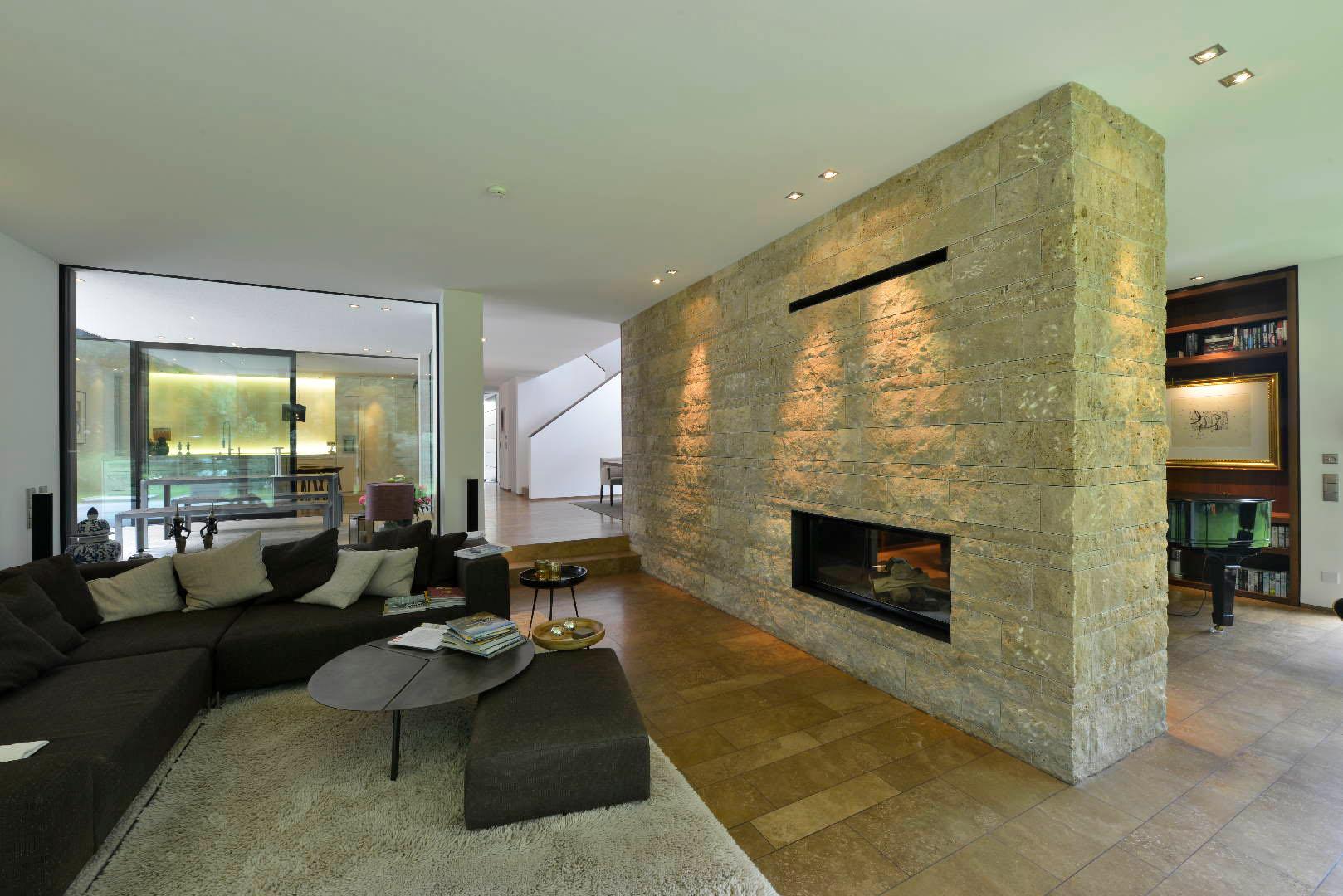 Travertin Bodenplatten und Kaminverkleidung aus Naturstein TRACO
