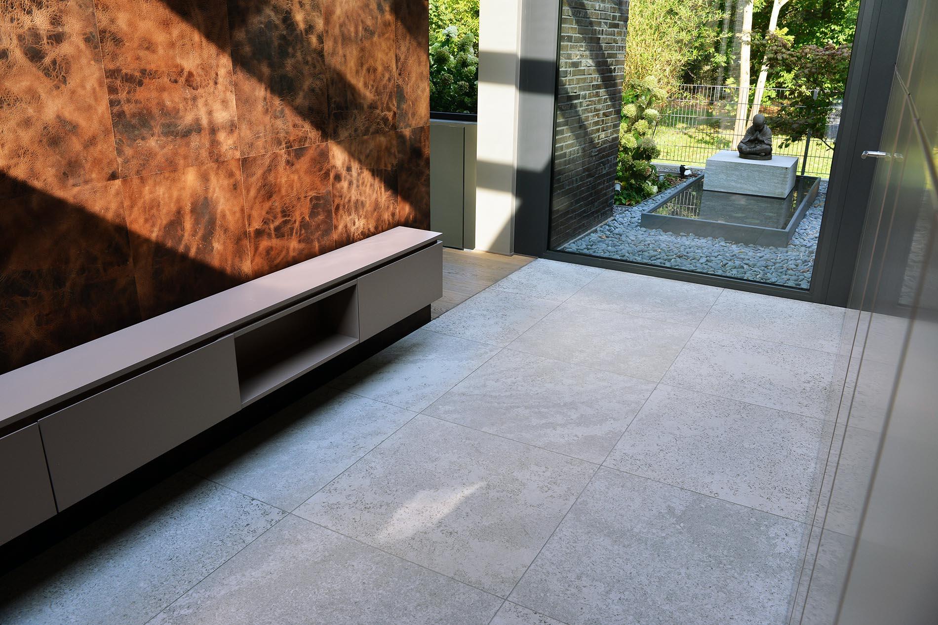 Bodenplatten aus Muschelkalk von TRACO