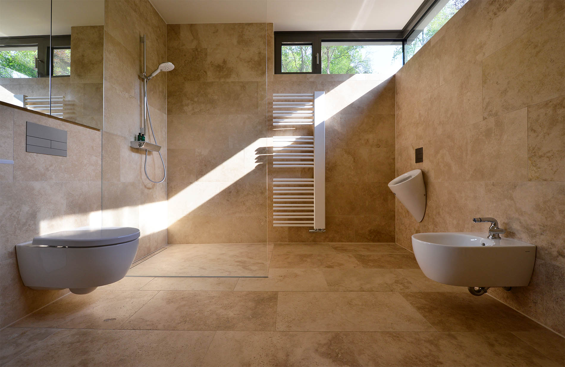 Naturstein Bodenplatten, Wand- und Duschverkleidung aus Travertin von TRACO