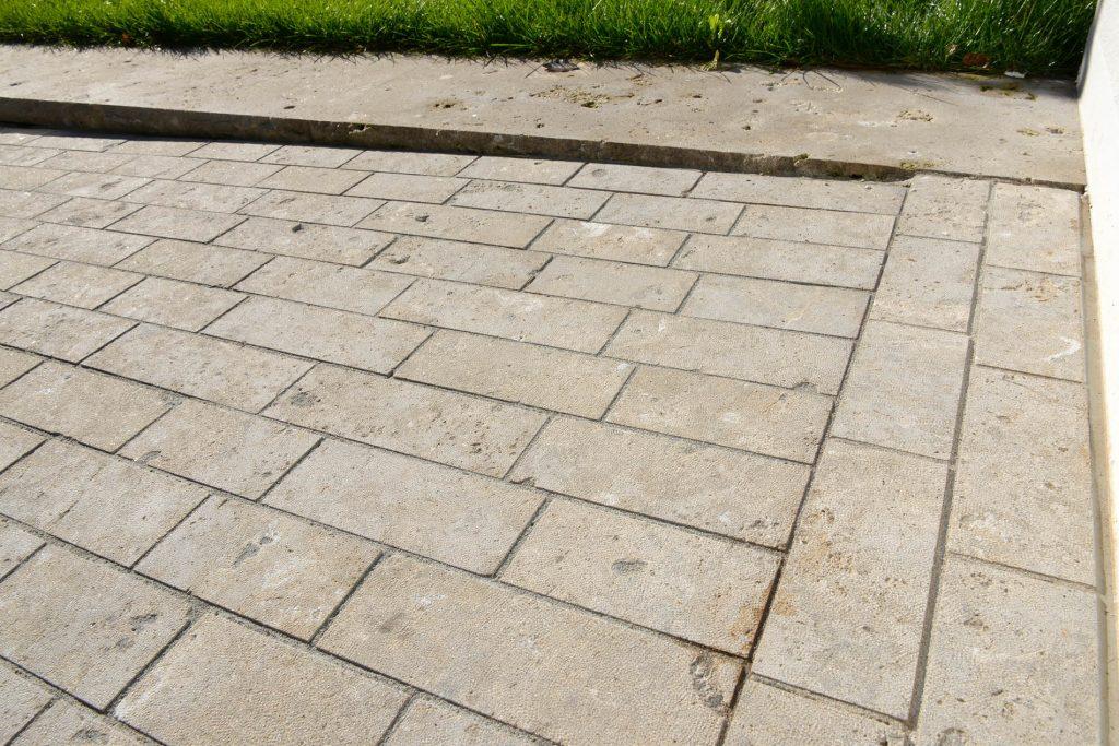 Limes Dolomit® Naturstein Pflastersteine und Randsteine von TRACO