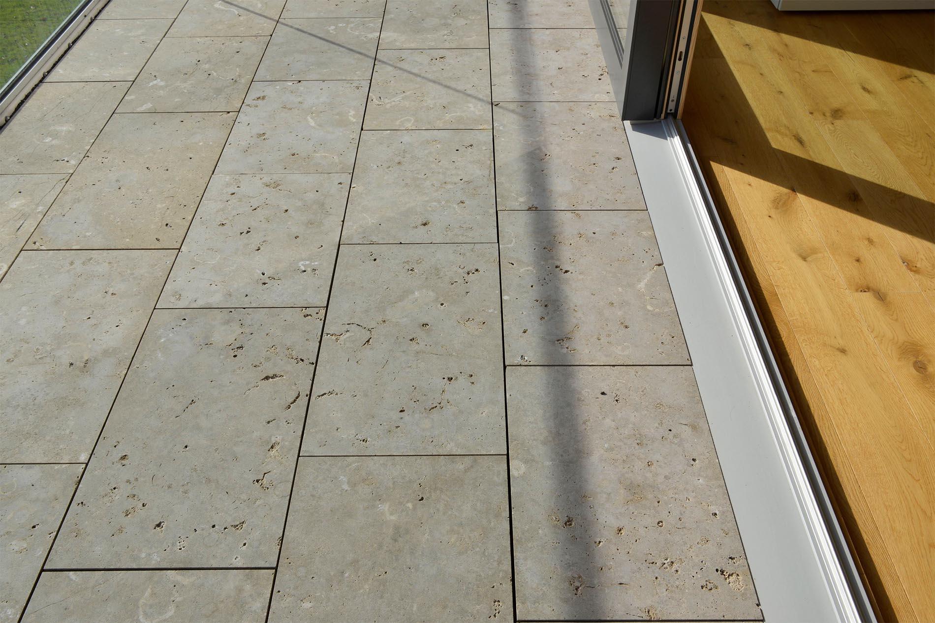 Terrassenplatten aus Limes Dolomit® von TRACO