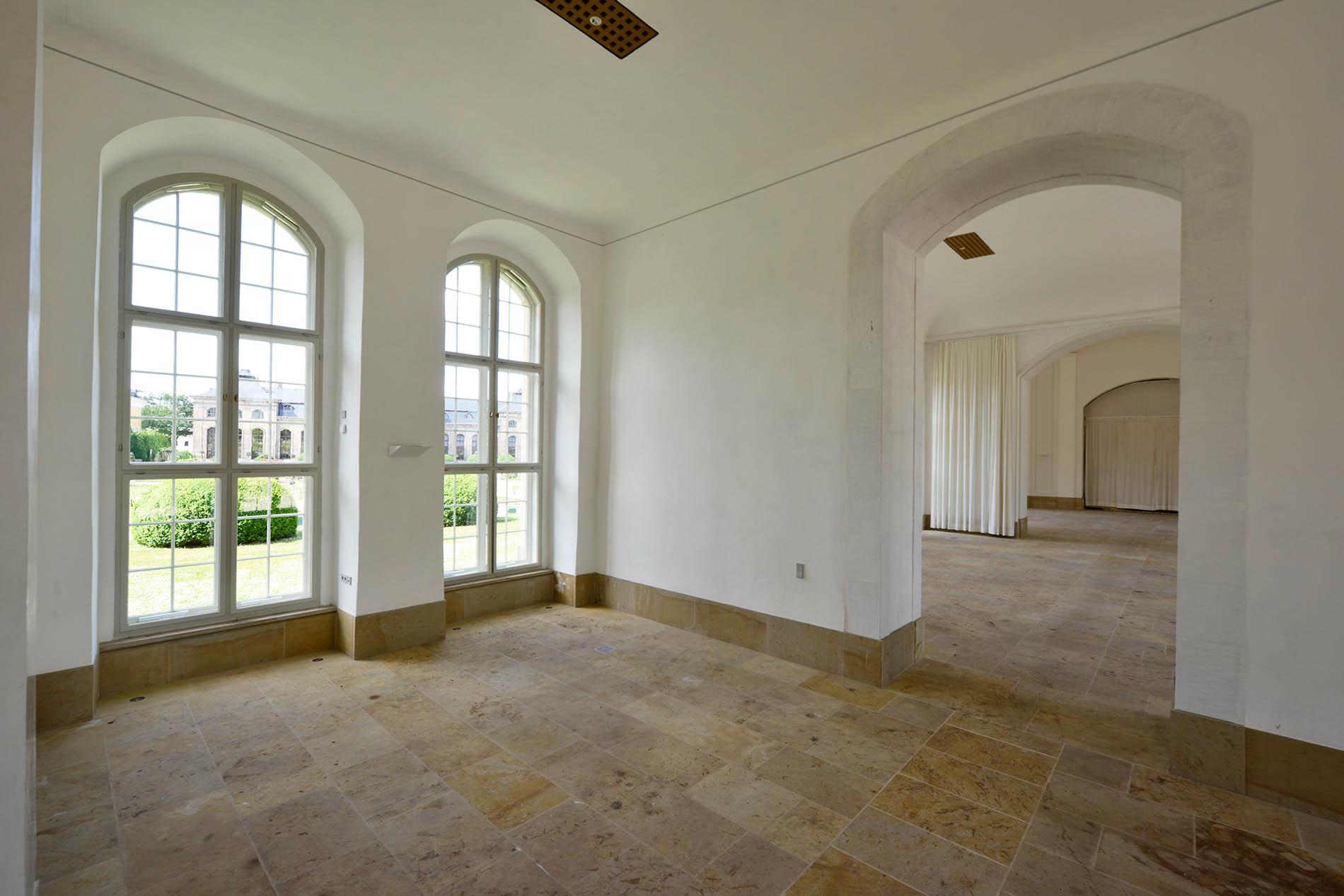 Orangerie Gotha - mit Sockelplatten und Bodenplatten aus Seeberger Sandstein