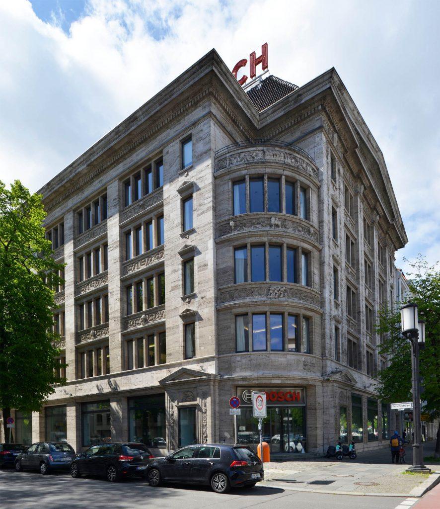 Robert Bosch Haus - Berlin mit einer Fassade und Steinmetzarbeiten aus Thüringer Travertin von TRACO