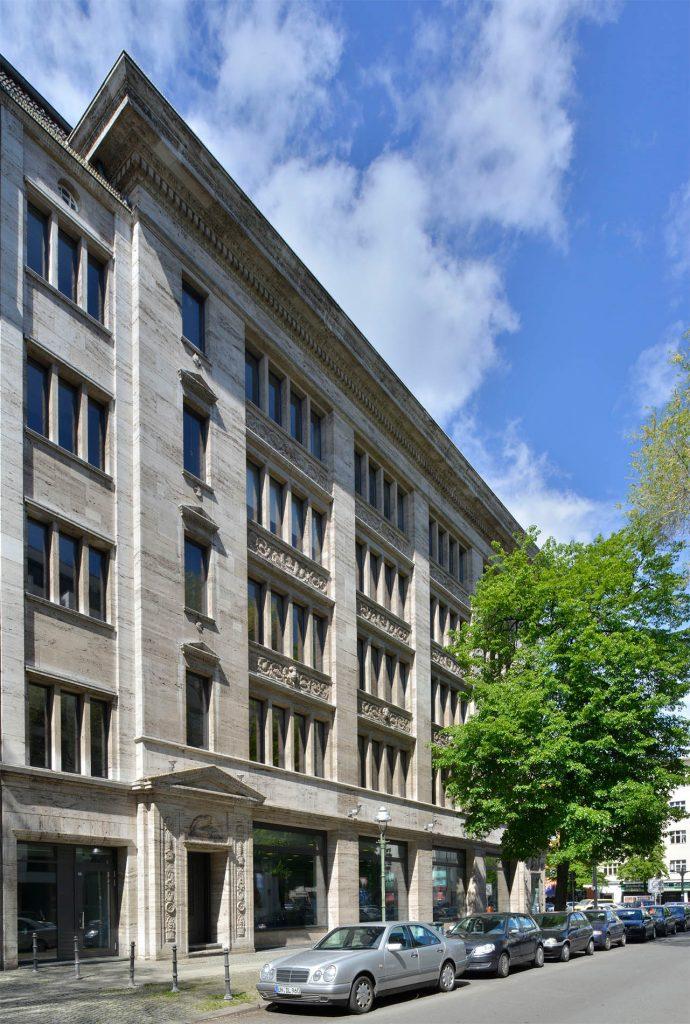 Robert Bosch Haus - Berlin mit einer Naturstein-Fassade aus Thüringer Travertin von TRACO