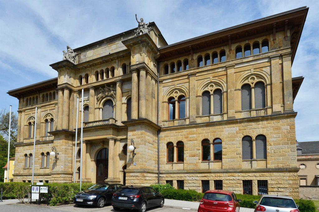 Deutsche Feuerversicherung, Gotha - mit einer Fassade aus massivem Seeberger Sandstein