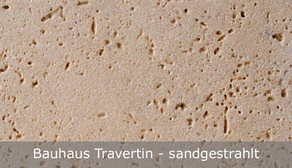 Bauhaus Travertin mit sandgestrahlter Oberfläche