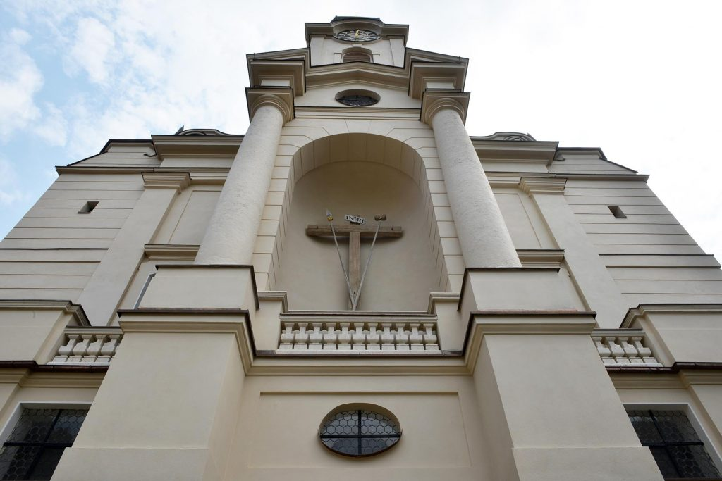 Kloster Reitenhaslach - mit einer Balustrade aus Travertin Bauhaus