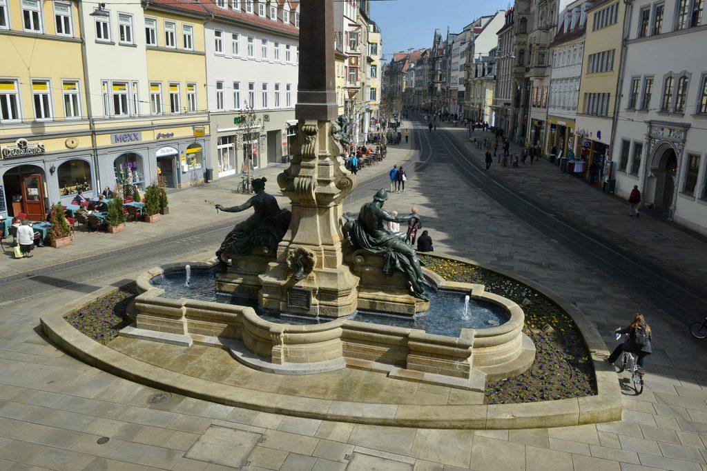 Monumentalbrunnen Anger Erfurt - Wasserbecken, Blockstufen und Bodenplatten aus Sandstein