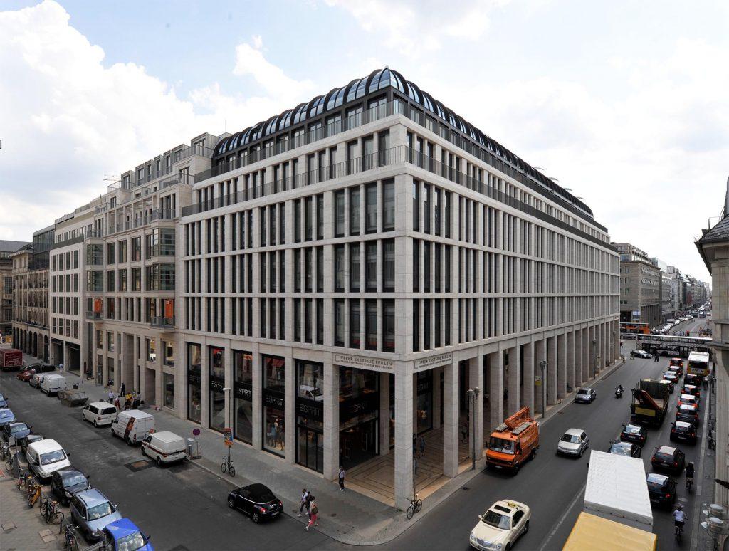 Upper Eastside Berlin - mit Fassadenplatten aus Bauhaus Travertin