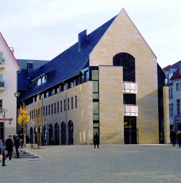 TRACO Natursteinfassade