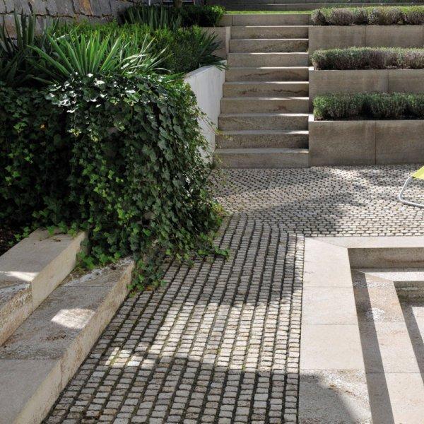 Mosaikpflaster von TRACO auf Terrasse