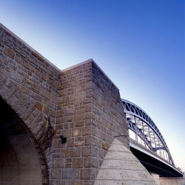 Brückenpfeiler aus Naturstein