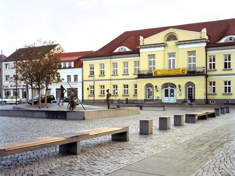 Doppelbank aus Naturstein von TRACO in Stadt