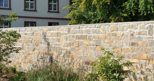 Mauer aus TRACO CASTELL Mauersteinen von TRACO