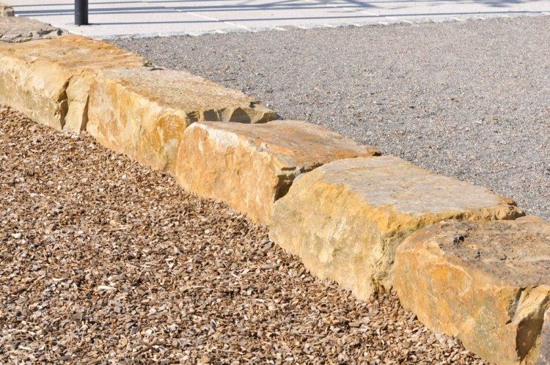 Olymp Quader als Begrenzung aus Sandstein von TRACO
