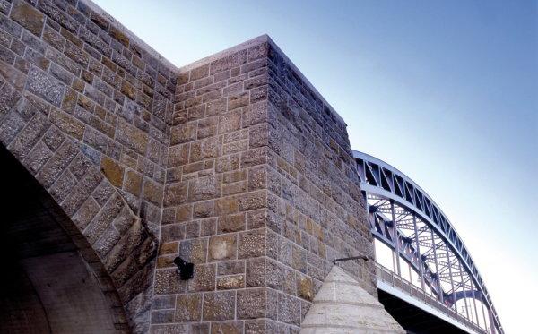 Gestaltung der Sternbrücke mit Mauersteinen von TRACO