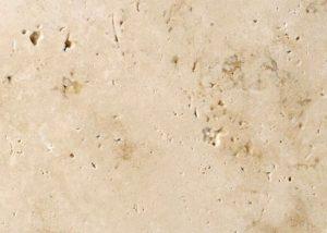 Detailansicht TRACO Naturstein Travertin Bauhaus hellbeige bis dunkelbeige mit geschliffener Oberfläche