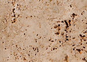 Detailansicht TRACO Naturstein Travertin Thüringen hellgelbe bis hellgrau mit geschliffener Oberfläche