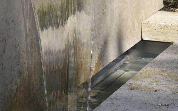 Randeinfassungen und Wasserspiel in Travertin Thüringen von TRACO