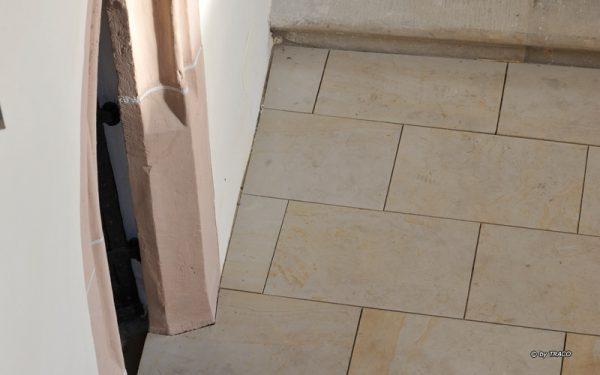 Kirche Spergau mit Bodenplatten aus Seeberger Sandstein von TRACO