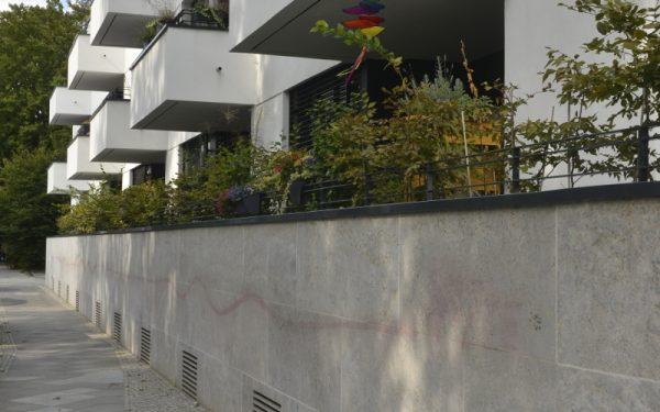 Natursteinfassade aus Steinen von TRACO