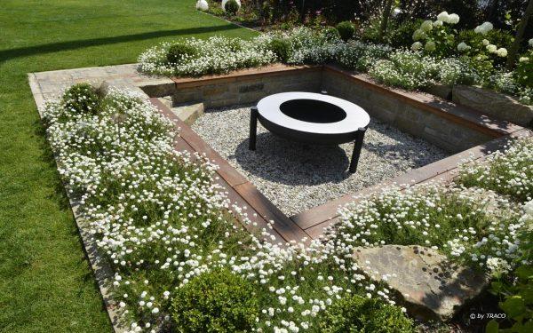 Gartenelemente aus Naturstein von TRACO
