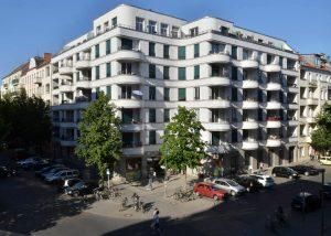 Berliner Natursteinfassade aus Kohlplatter Muschelkalk