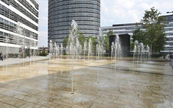 Bodenbelag am Vodafone Campus Düsseldorf aus Bauhaus Travertin von TRACO