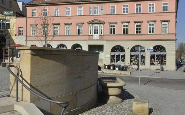 Pflaster und Mauer aus Natursteinen von TRACO