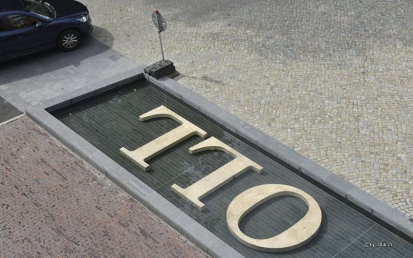 Massive Travertinbuchstaben in Aurich aus Bauhaus Travertin von TRACO