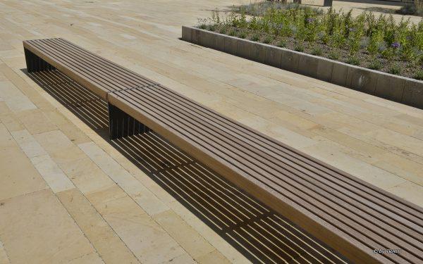 Bodenplatten aus gelbbeigem Seeberger Sandstein von TRACO