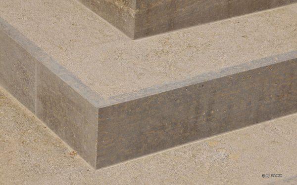 Nahaufnahme von tReppenstufen im Außenbereich aus Natursteinen von TRACO