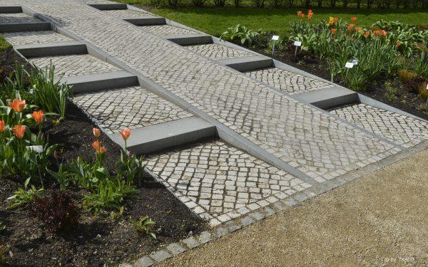 Gartenweg aus Natursteinpflaster von TRACO