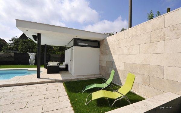 Boden- und Wandbelag aus beigem Travertin Bauhaus von TRACO