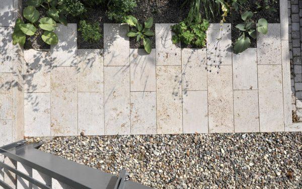 Bodenplatten aus Naturstein von TRACO aus Vogelperspektive