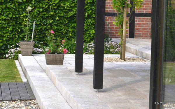 Blockstufen und Terrassenplatten aus beigem Travertin Bauhaus und Travertin Thüringen von TRACO