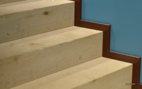 Blick auf die Blockstufen aus gelben Seeberger Sandstein von TRACO im Spa Goldener Löwe