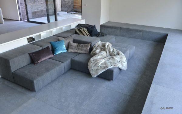 Wohnzimmer mit Bodenbelag aus edelgrauen Kalkstein Edelgrau von TRACO