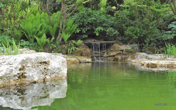 Felsenbad mit Travertin Findlingen von TRACO