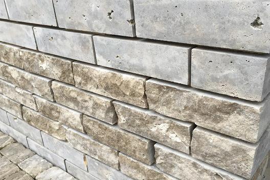 TRACO Multifunktionsstein aus Limes Dolommit als Natursteinmauer