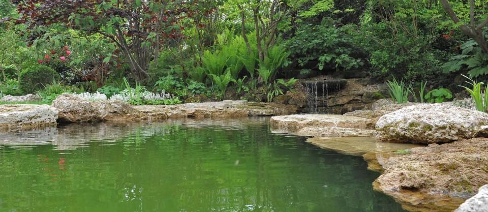 Felsenbad aus Travertin von TRACO