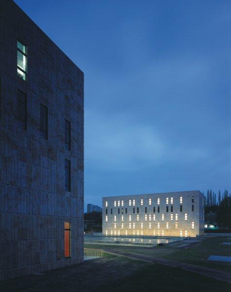 Fassade der Landesbibliothek Dresden aus TRACO Naturstein