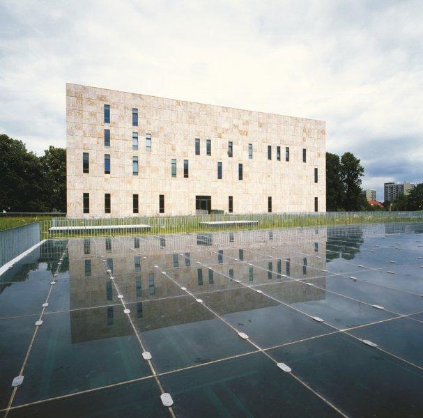 Frontansicht der Landesbibliothek Dresden aus TRACO Natursteinen